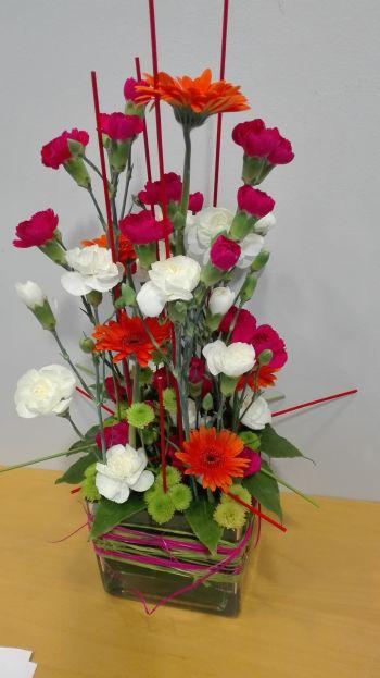 Kuva kukka-asetelmasta